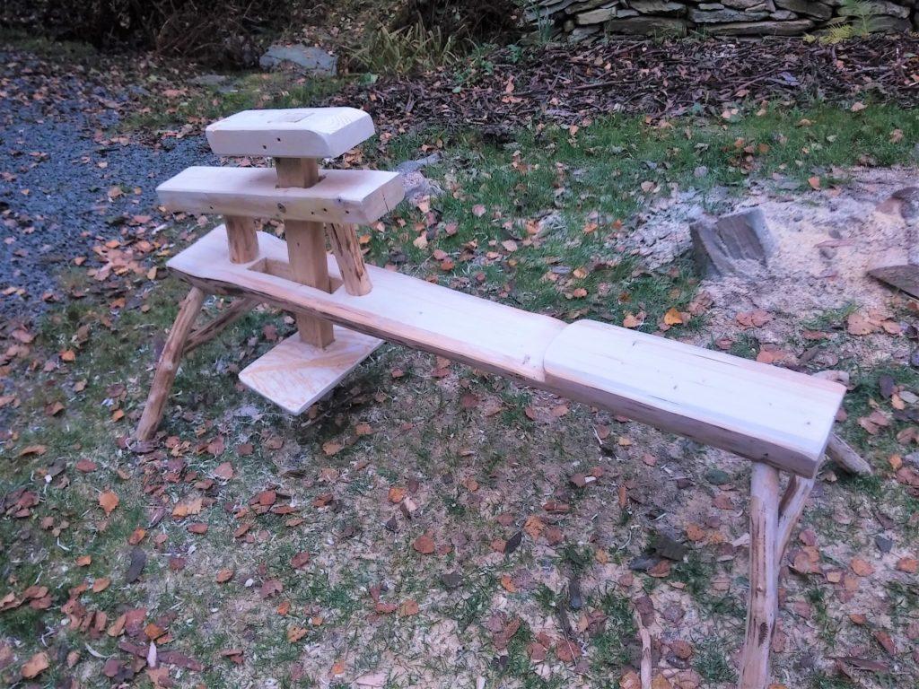 hotová rezbárska stolička - strýc