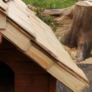 Podbitie strechy z dreveného šindeľa
