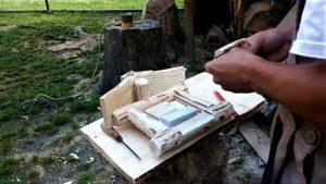 prichytenie plastového zvončeka do dreva