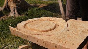vypilovanie poklopu pre drevenú popolnicu